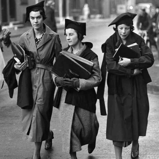 Undergraduates of Oxford University walking to lectures, well equipped with books. (Photo by Fox Photos/Getty Images)