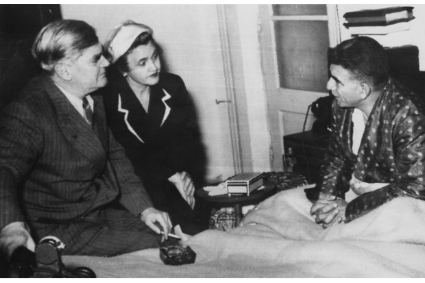 British Minister of Health Aneurin Bevan (1897 - 1960) and his wife Jennie Lee (1904 - 1988) pay a hospital visit, circa 1950. (Photo by Keystone/Hulton Archive/Getty Images)