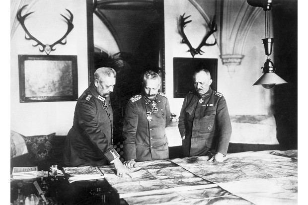 German generals Paul Von Hindenburg (l) and Erich Ludendorff (r) consider at a map with Kaiser Wilhelm II (centre) during the First World War. (Image by Bettmann / Getty Images)