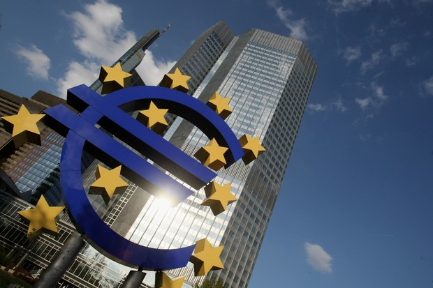 A huge Euro logo stands in front of the headquarters of the European Central Bank (ECB) in Frankfurt, Germany, 9 April 2009. (Photo by Ralph Orlowski/Getty Images)