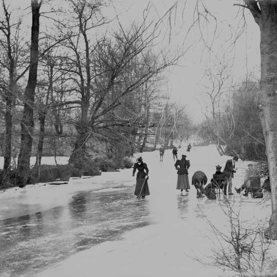 A group of skaters on a frozen-over backwater of the River Thames at Abingdon, 1895. (Photo by English Heritage/Heritage Images/Getty Images)