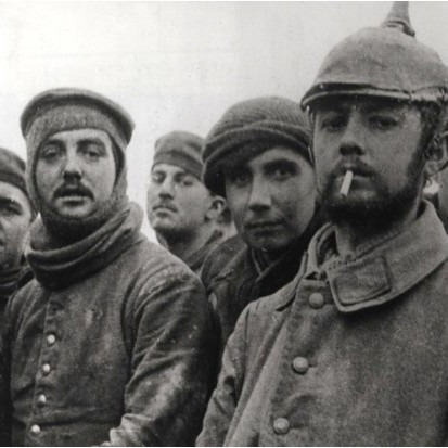 British from the 11th Brigade 4th division and German soldiers at Ploegsteert in Belgium on Christmas Day 1914. (© The Art Archive/Alamy)