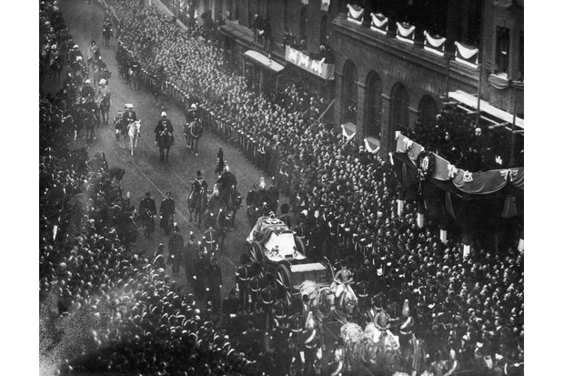 Crowds line the streets to watch the funeral cortege of Queen Victoria in February 1901. (Photo by Hulton Archive/Getty Images)