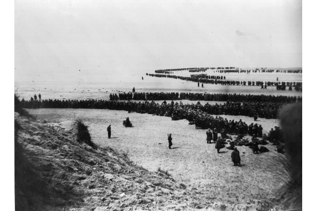 British and French troops await evacuation at Dunkirk. The Dutch Navy also helped in the evacuation of British soldiers at Dunkirk, as did dozens of French and Belgian fishing vessels. (Photo by Topical Press Agency/Getty Images)