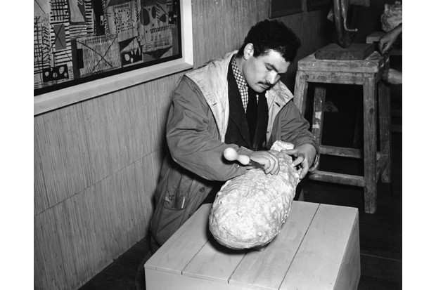 Scottish sculptor and printmaker Eduardo Paolozzi works on his sculpture at an exhibition at the Institute of Contemporary Arts, London, 1950. (Photo © Hulton-Deutsch Collection/CORBIS/Corbis via Getty Images)
