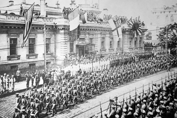 Japanese soldiers march past White Russians and representatives from the international coalition in Vladivostok, September 1918. The Russian civil war saw soldiers from 15 nations fighting the Bolsheviks in a chaotic conflict that dragged on for years. (Image by Alamy)