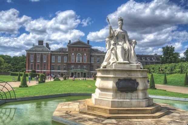 The marble statue of Queen Victoria at Kensington Palace, designed by her daughter Princess Louise in 1893. (Image by Alamy)