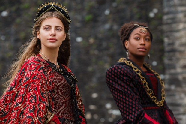 Nadia Parkes as Rosa and Stephanie Levi-John as Lina, two ladies-in-waiting to Catherine of Aragon. (Image credit: Starz)
