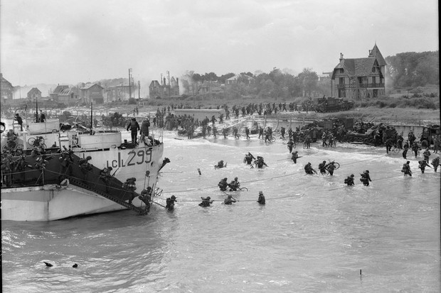 Canadian troops go ashore on D-Day