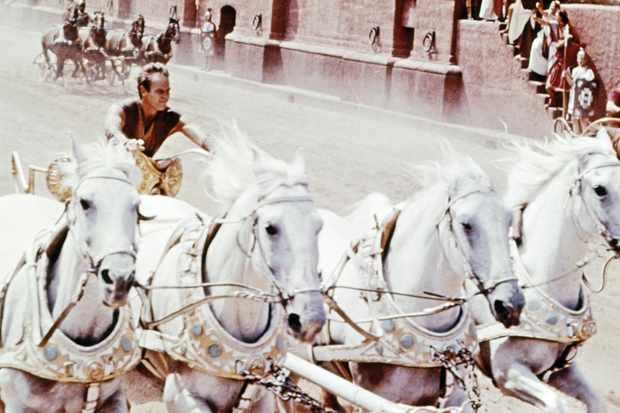 Charlton Hetson races a chariot in Ben-Hur