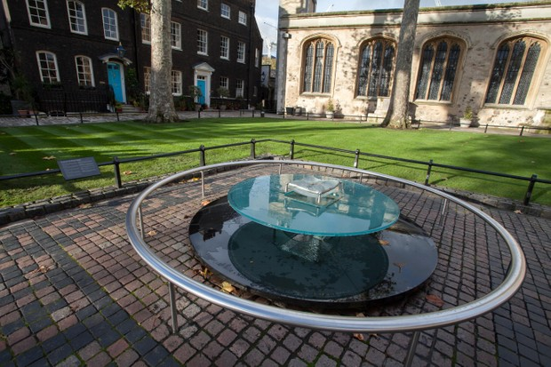 The glass memorial on Tower Green. (Photo by Linda Dawn Hammond/Alamy Stock Photo)
