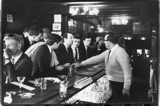New York bars were not allowed to serve alcohol to the 'disorderly', which at the time de facto included homosexuals. In 1966, these openly gay men tried to buy a drink in a calm manner. They were still refused. (Photo by Fred W. McDarrah/Getty Images)