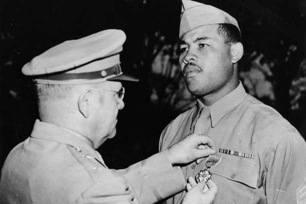 US heavyweight boxing champ Joe Louis receives a medal during WW2