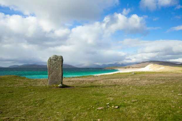 GJ1HTR A standing stone at Borvemore, with a view to beaches beyond, Isle of Harris, Outer Hebrides, Scotland