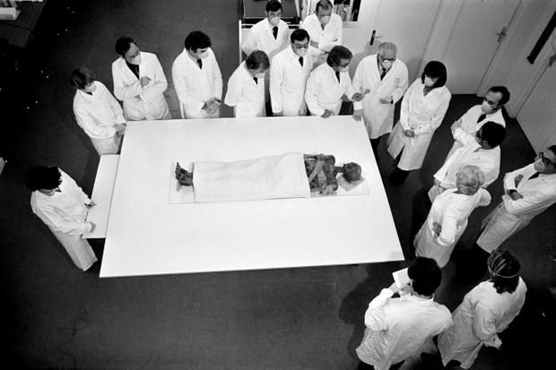 Experts gathered around the mummy of the ancient Egyptian pharaoh Ramesses II