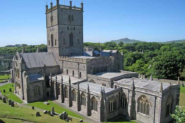 StDavidsCathedral0318 - St Davids Cathedral