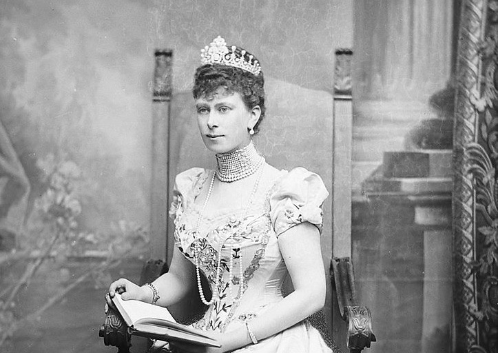 Was Queen Mary, wife of George V, a kleptomaniac?