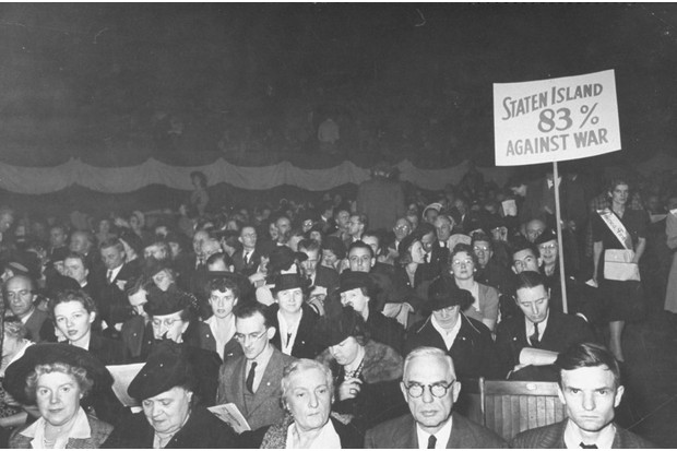 An American rally against WW2