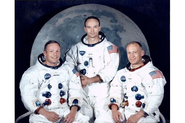 pollo 11 astronauts: Neil Armstrong, Michael Collins and Edwin 'Buzz' Aldrin Jr in spacesuits.