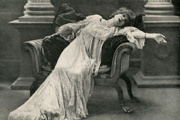 Actress Sarah Bernhardt, who was personally invited by Oscar Wilde to play the title role in the upcoming London premiere of his play, 'Salomé'.