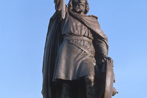 A statue of Alfred the Great (849–899) in Winchester, Hampshire, c1975. (Photo by RDImages/Epics/Getty Images)