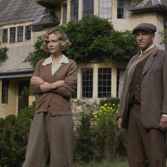 Carey Mulligan stars as Edith Pretty, and Ralph Fiennes portrays Basil Brown