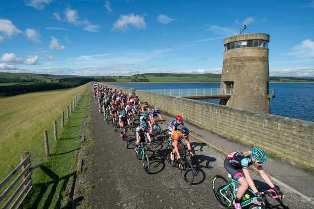 Picture by Allan McKenzie/SWpix.com - 01/07/17 - Cycling - HSBC UK British Cycling Womens National Road Series - Alexandra Tour of the Reservoirs - Edmundbyers, England - The peloton makes its way across the dam wall at Derwent reservoir.