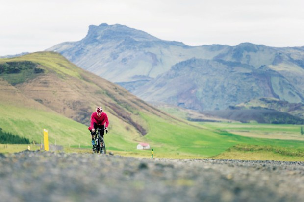 Cycling in the Icelandic mountains
