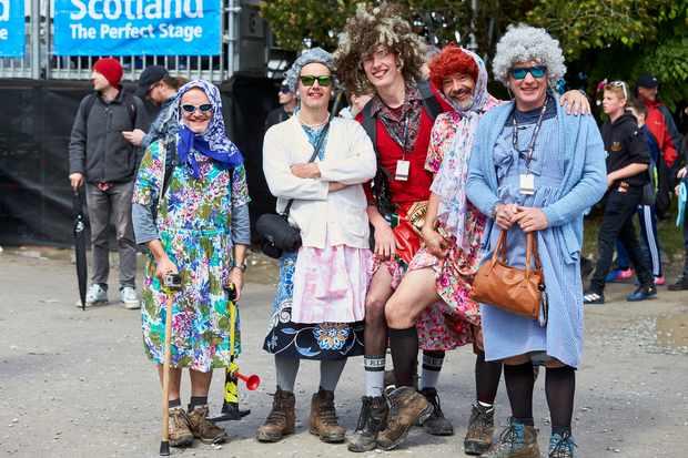 Fort Bill fans dressed as women...