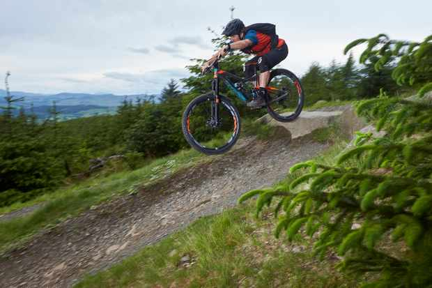 James Blackwell riding the 2017 GiantTrance Advacned at Glentress in Scotland