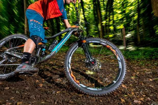 Jimmer sliding 2017 Giant Trance Advanced 2 at Forest of Dean