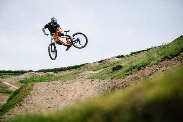 ed-thomsett-woody's-bike-park-whip