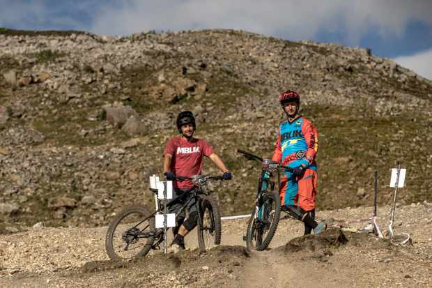 Alex Evans and Alex Bond ride the 'Ard Rock Enduro