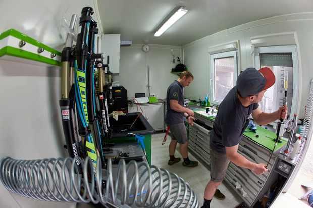 Sprung suspension service mountain biking suspension