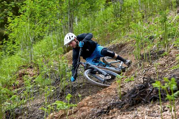 Ed Thomsett rides a Specialized Enduro 29er in south wales