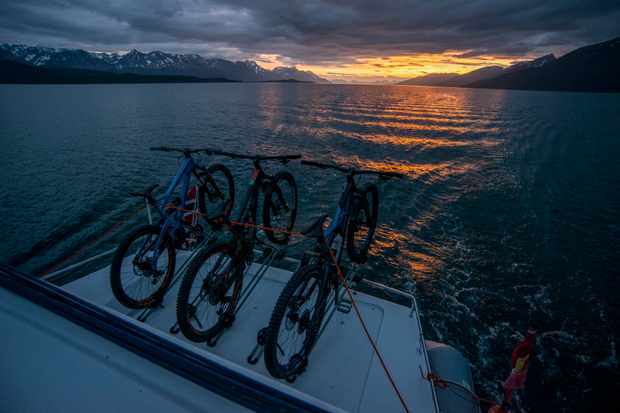 MBUK visit the Norwegian Fjords aboard a boat with their bikes