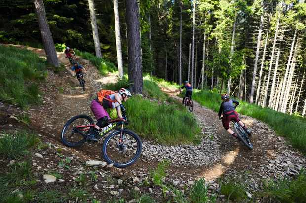 Tracy Moseley joins the Wrecking Crew at Glentress