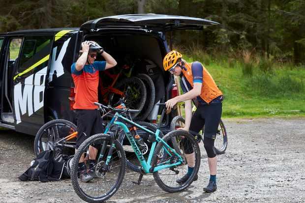 MBUK crew getting bikes of van at Glentress