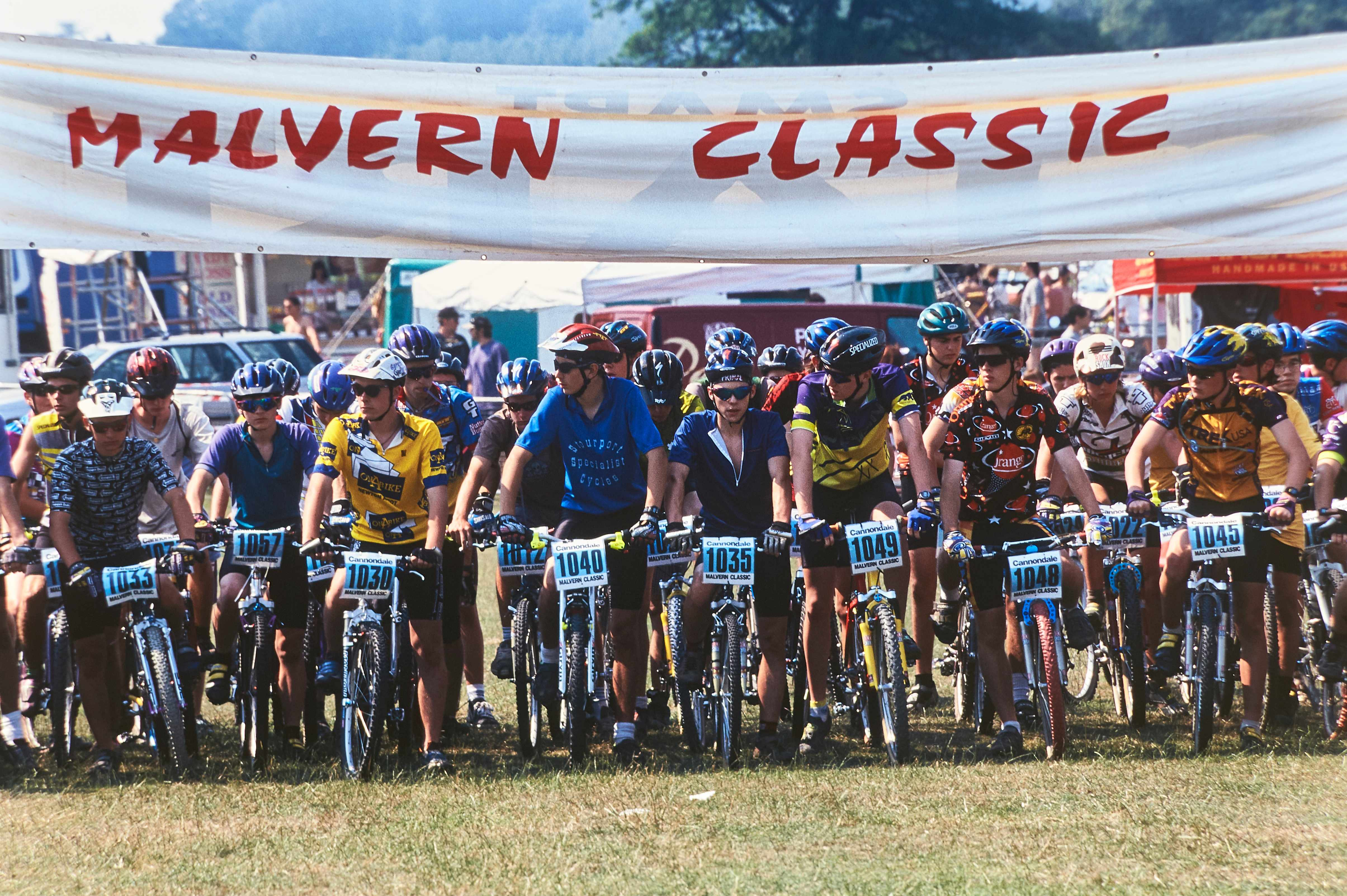 Malvern Classic mountain bike event , Eastnor Park , Ledbury . 1996 . Race Start line . 20111-04407-02a .