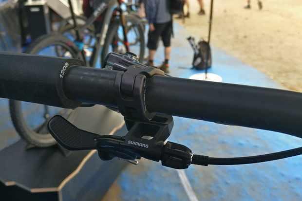 XTR I-SPEC-EV dropper lever/brake mount