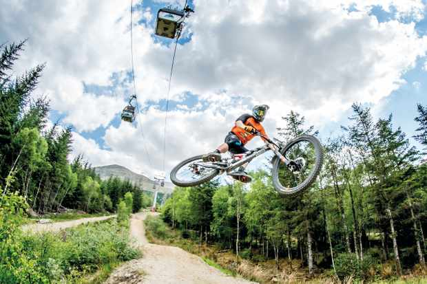 Steve Peat riding the Fort William Downhill track in 2018